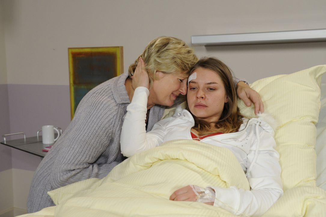 Susanne (Heike Jonca, l.) ist bestürzt, dass sie nicht zu Katja (Karolina Lodyga, r.) durchdringt ... - Bildquelle: SAT.1