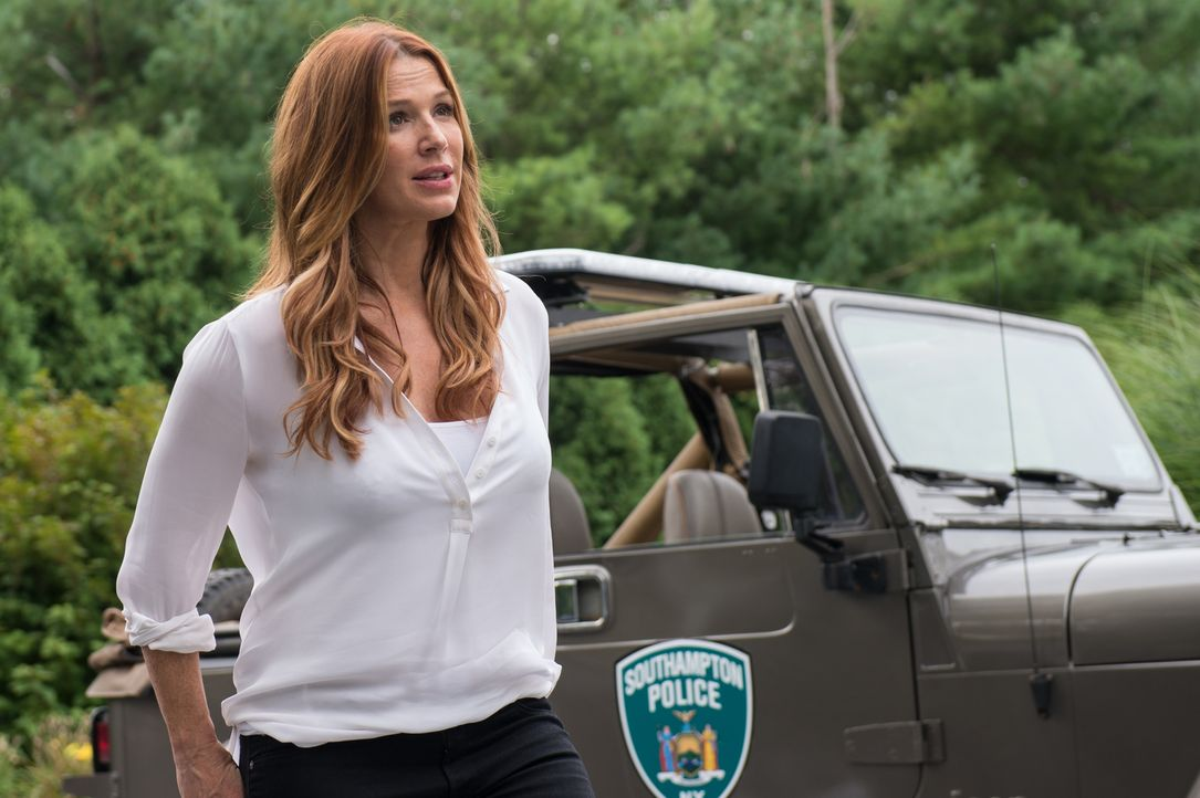 Ermittelt gemeinsam mit Detective Al in eine neuen Mordfall in den Hamptons: NYPD-Beraterin Carrie Wells (Poppy Montgomery) ... - Bildquelle: 2013 Sony Pictures Television Inc. All Rights Reserved.