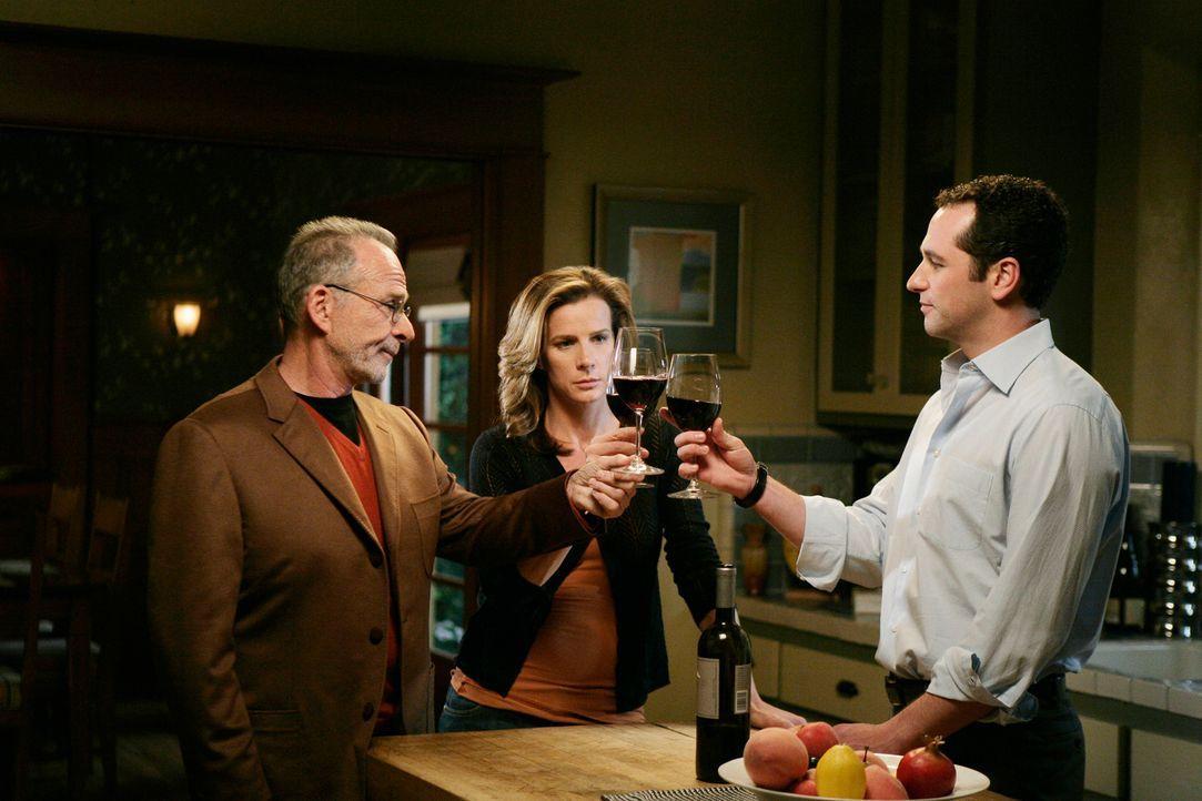 Kevin (Matthew Rhys, r.), Saul (Ron Rifkin, l.) und Sarah (Rachel Griffiths, M.) blicken in eine ungewisse Zukunft ... - Bildquelle: 2008 ABC INC.