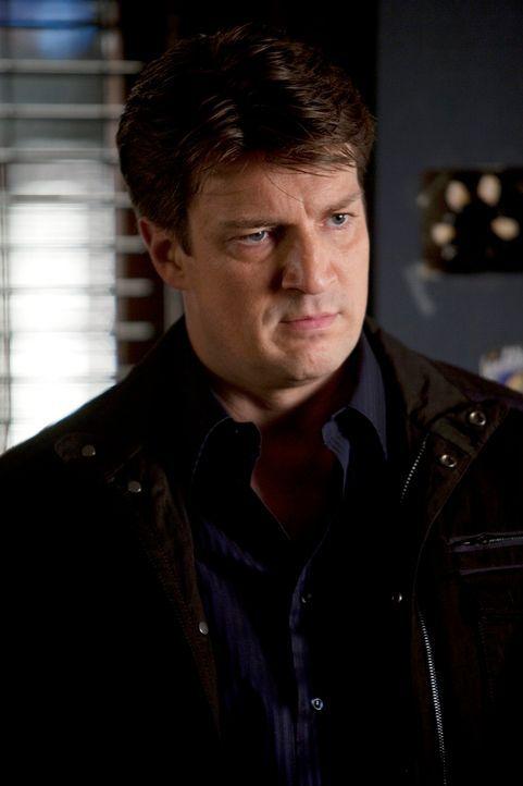 Castle (Nathan Fillion) ist frustriert und gelangweilt, weil Beckett sich auf eine Verhandlung vorbereitet und er sich sowieso nicht mehr so gut mit... - Bildquelle: 2012 American Broadcasting Companies, Inc. All rights reserved.