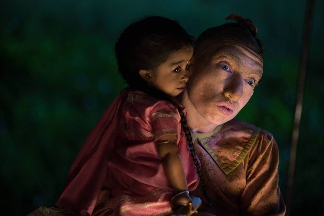 Auf der Suche nach Glück und Anerkennung: Ma Petite (Jyoti Amge, l.) und Pepper (Naomi Grossman, r.) ... - Bildquelle: 2014-2015 Fox and its related entities. All rights reserved.