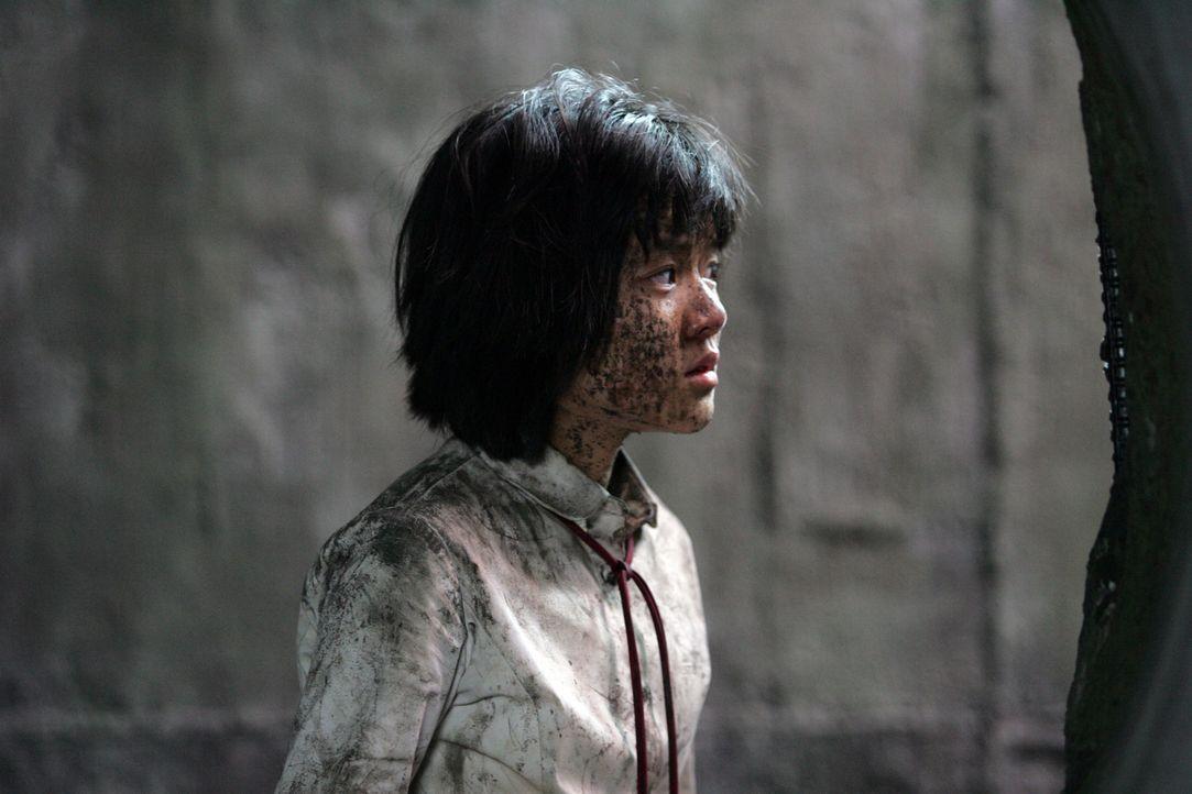 Tapfere Heldin: Die kleine Hyun-seo (Ah-sung Ko) wurde von dem Monster aus dem Han-Fluss entführt und in die Kanalisation verschleppt. Nun versucht... - Bildquelle: MFA