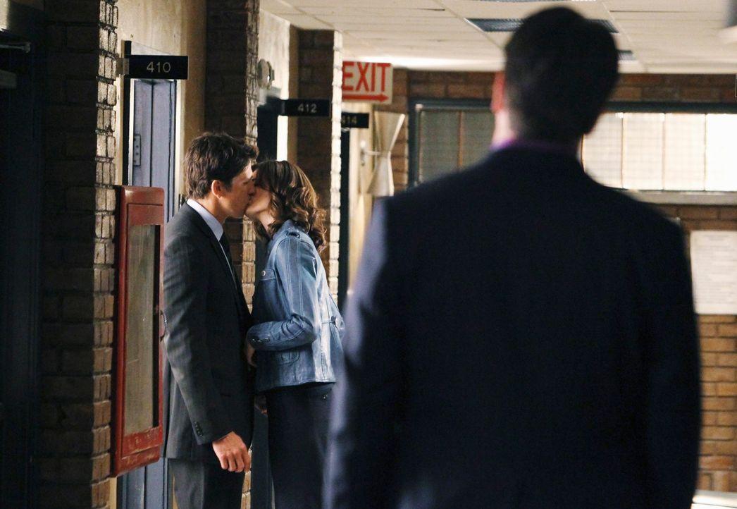 Die Genugtuung, dass er recht hatte, hilft Castle (Nathan Fillion, r.) nicht über die Erkenntnis hinweg, dass Beckett (Stana Katic, M.) und Demming... - Bildquelle: ABC Studios