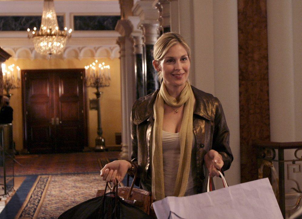 Serenas Mutter Lily (Kelly Ruhterford) ist stets um das Ansehen der Familie bemüht und vertuscht daher mit allen Mitteln den Selbstmordversuch ihres... - Bildquelle: Warner Brothers