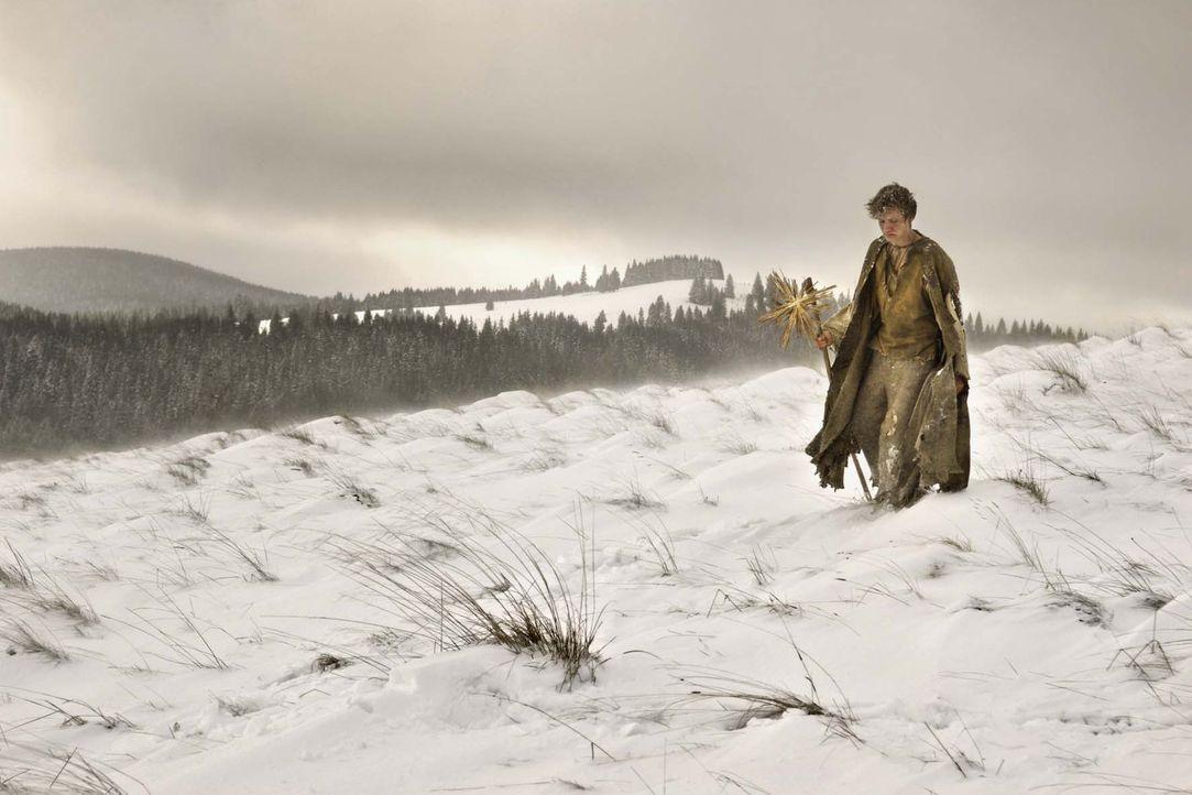 Elternlos streift der junge Krabat (David Kross) durch das hungernde, vom Dreißigjährigen Krieg verwüstete Deutschland. Eines Nachts führt eine... - Bildquelle: Claussen+Wöbke+Putz Filmproduktion