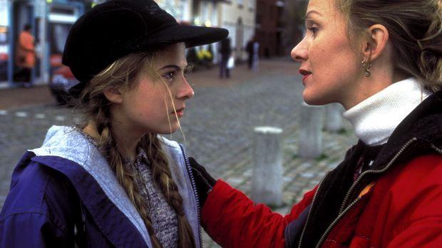 Für Stella (Katja Flint, r.) soll es ein Neuanfang werden: Auf der Flucht vor...