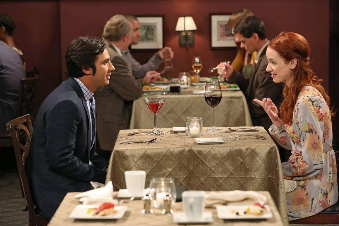 Als Raj (Kunal Nayyar, l.) mit zwei Frauen (Laura Spencer, r.) zur gleichen Zeit ein Date hat, bekommt er Ärger, während Penny ein Rollenangebot für... - Bildquelle: Warner Brothers