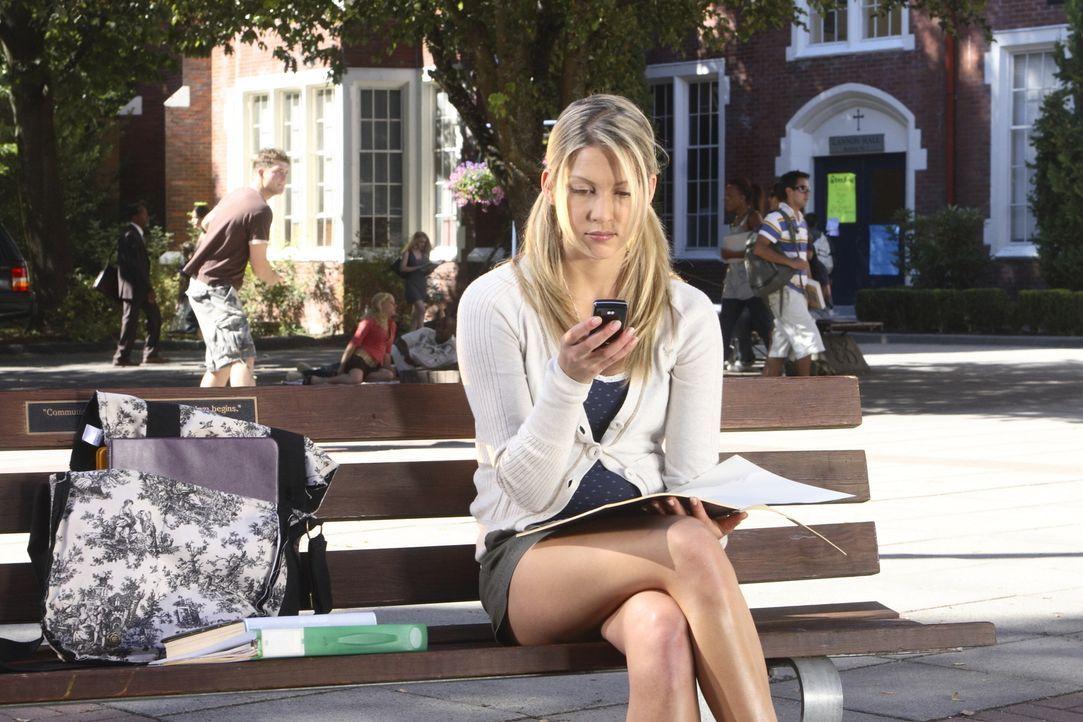 Daisy (Miriam McDonald) weiß, dass sie sich von ihrer Vergangenheit losreißen muss, um ein neues und unbelastetes Leben beginnen zu können. Deshalb... - Bildquelle: 2008   Warner Brothers