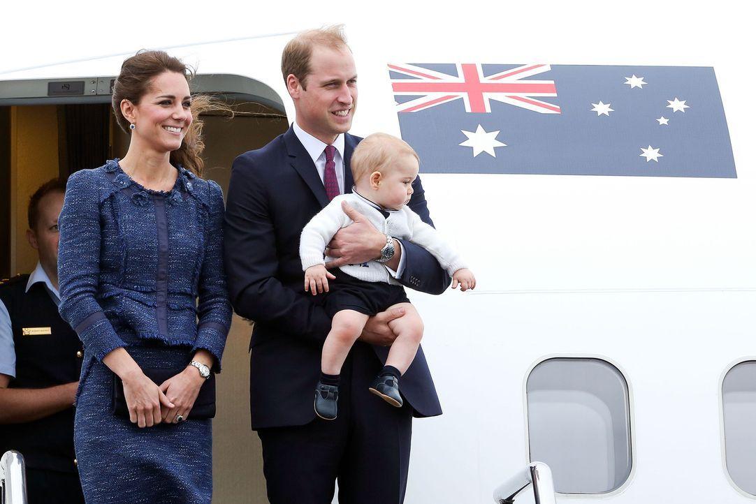 Verbringen zehn wundervolle Tage in Neuseeland: (v.l.n.r.) Kate und Prinz William mit Söhnchen Prinz George ... - Bildquelle: Hagen Hopkins 2014 Getty Images