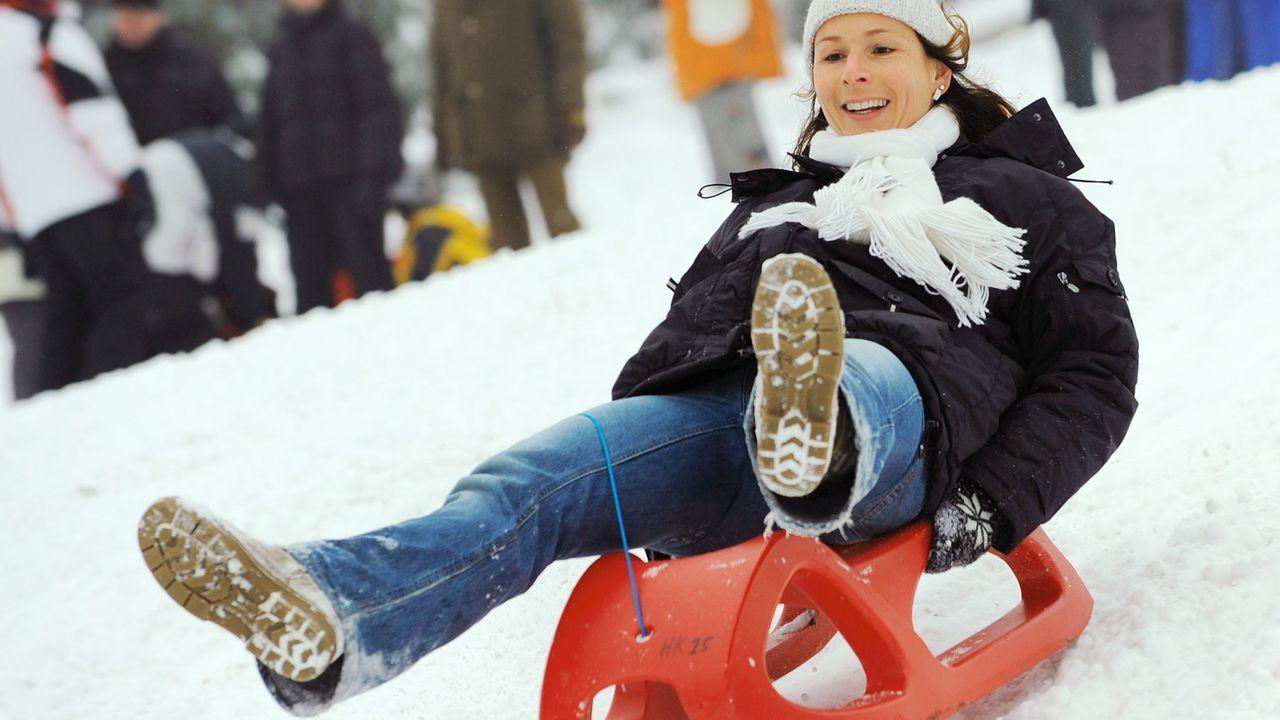outdoor-winter-schlitten-fahren-08-11-23-dpa - Bildquelle: dpa