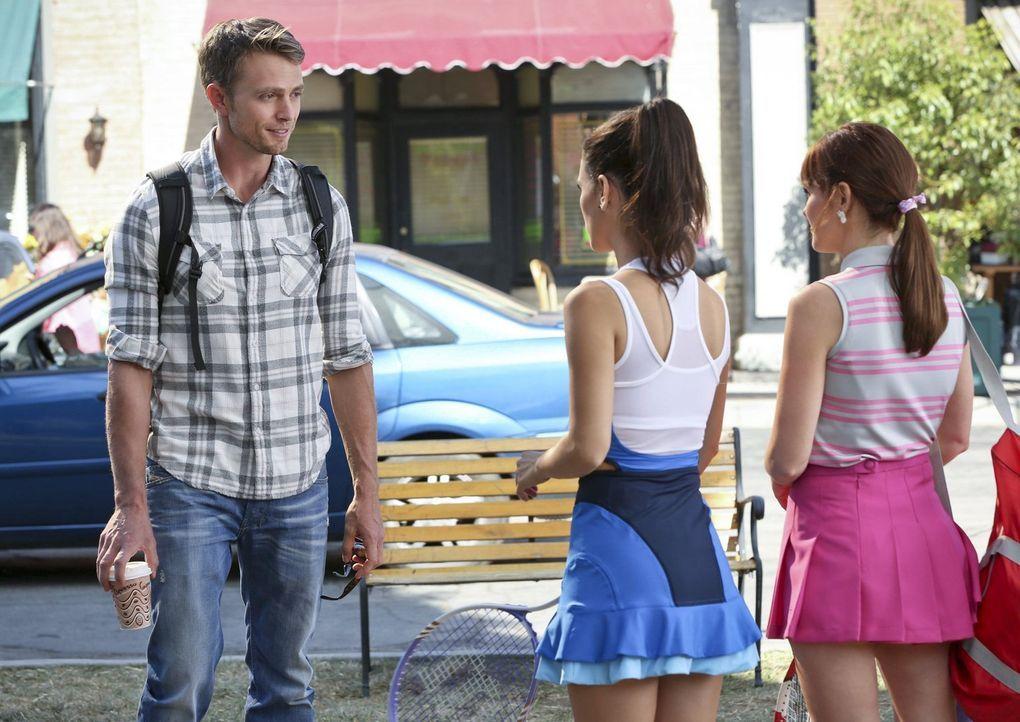Wade (Wilson Bethel, l.) trifft auf Zoe (Rachel Bilson, M.) und ihre Cousine Vivian (Lauren Bittner, r.). Sprühen zwischen Wade und Vivian die Funke... - Bildquelle: Warner Brothers