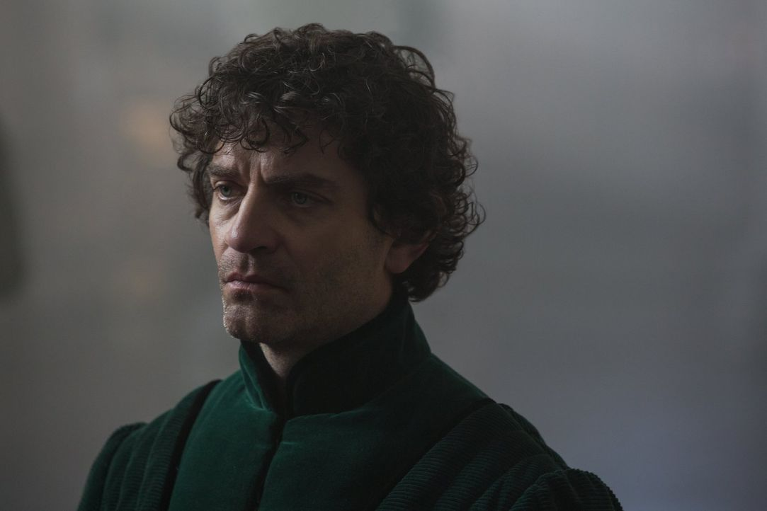 Als Warwick (James Frain) in Frankreich ankommt, machen Gerüchte über eine Allianz mit seiner alten Feindin, Margaret of Anjou, die Runde ... - Bildquelle: 2013 Starz Entertainment LLC, All rights reserved