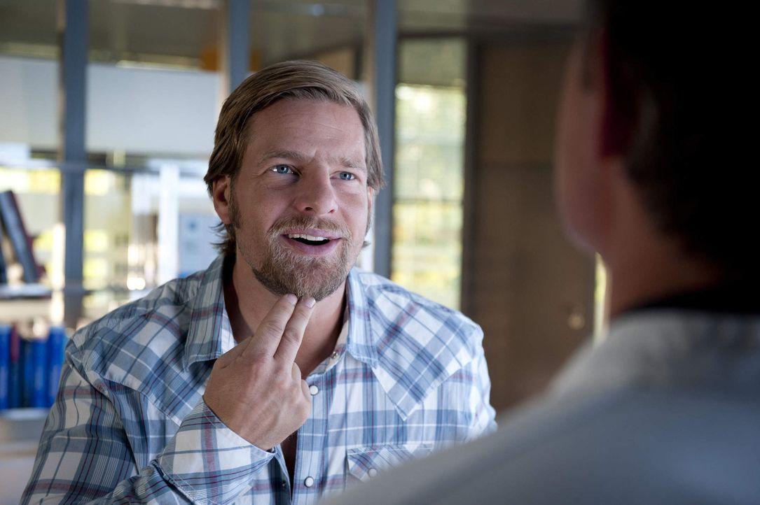 Meisner ist der festen Überzeugung, dass Mick (Henning Baum) die Hochzeit torpediert hat. Immer wieder geraten die beiden aneinander, bis Mick dem P... - Bildquelle: Martin Rottenkolber SAT.1