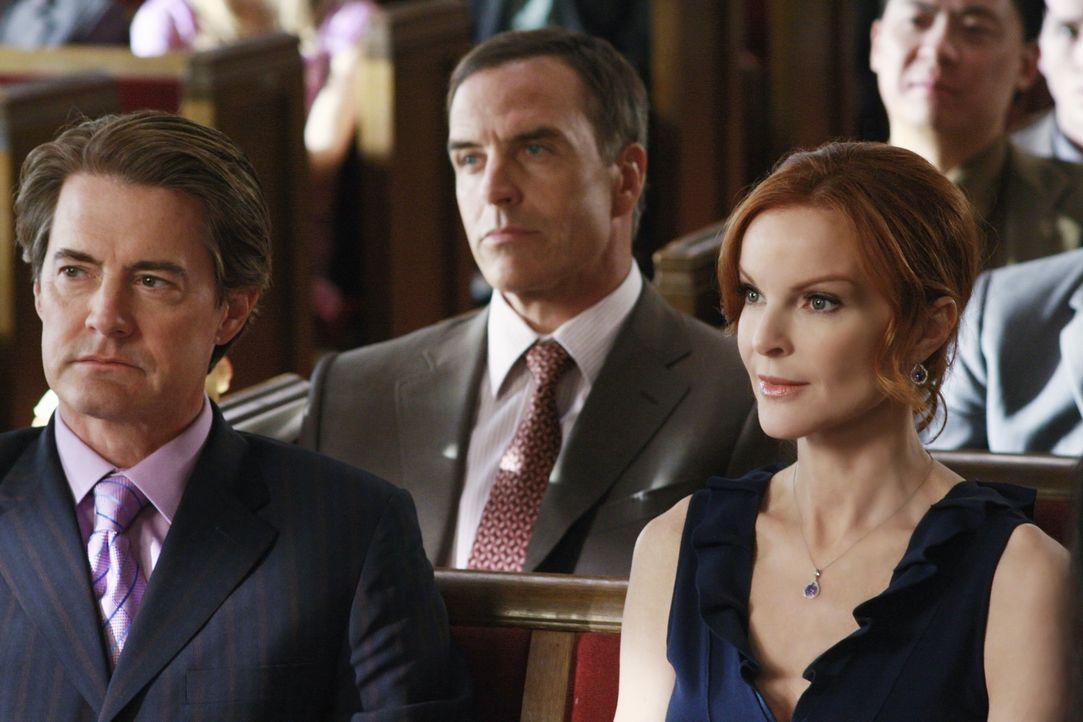 Eine Hochzeit steht an: Orson (Kyla MacLachlan, l.), Karl (Richard Burgi, M.) und Bree (Marcia Cross, r.) nehmen selbstverständlich an der Feierlich... - Bildquelle: ABC Studios