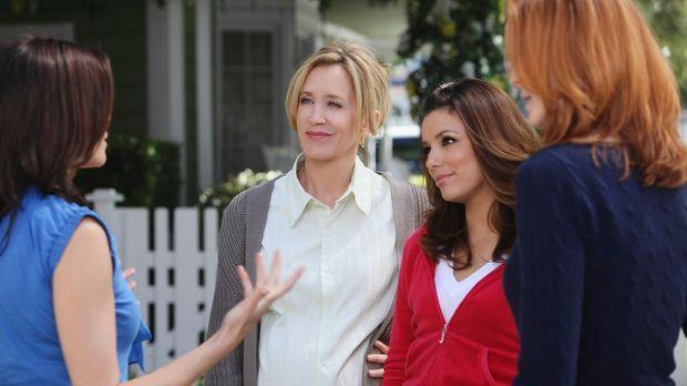 Susan (Teri Hatcher, l.) zieht mit Mike und M.J. von der Wisteria Lane weg um...