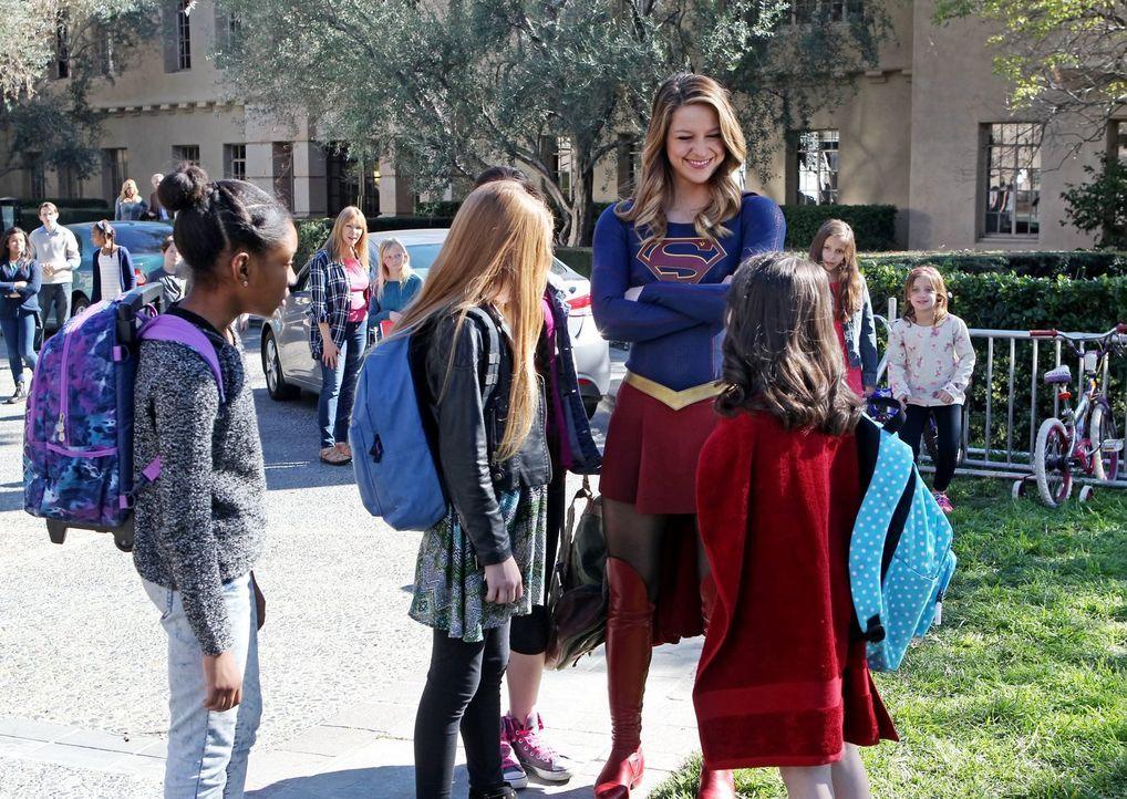 Kara alias Supergirl (Melissa Benoist) ist inzwischen daran gewöhnt, als strahlende Heldin verehrt zu werden. Dies ändert sich jedoch kurze Zeit spä... - Bildquelle: 2015 Warner Bros. Entertainment, Inc.