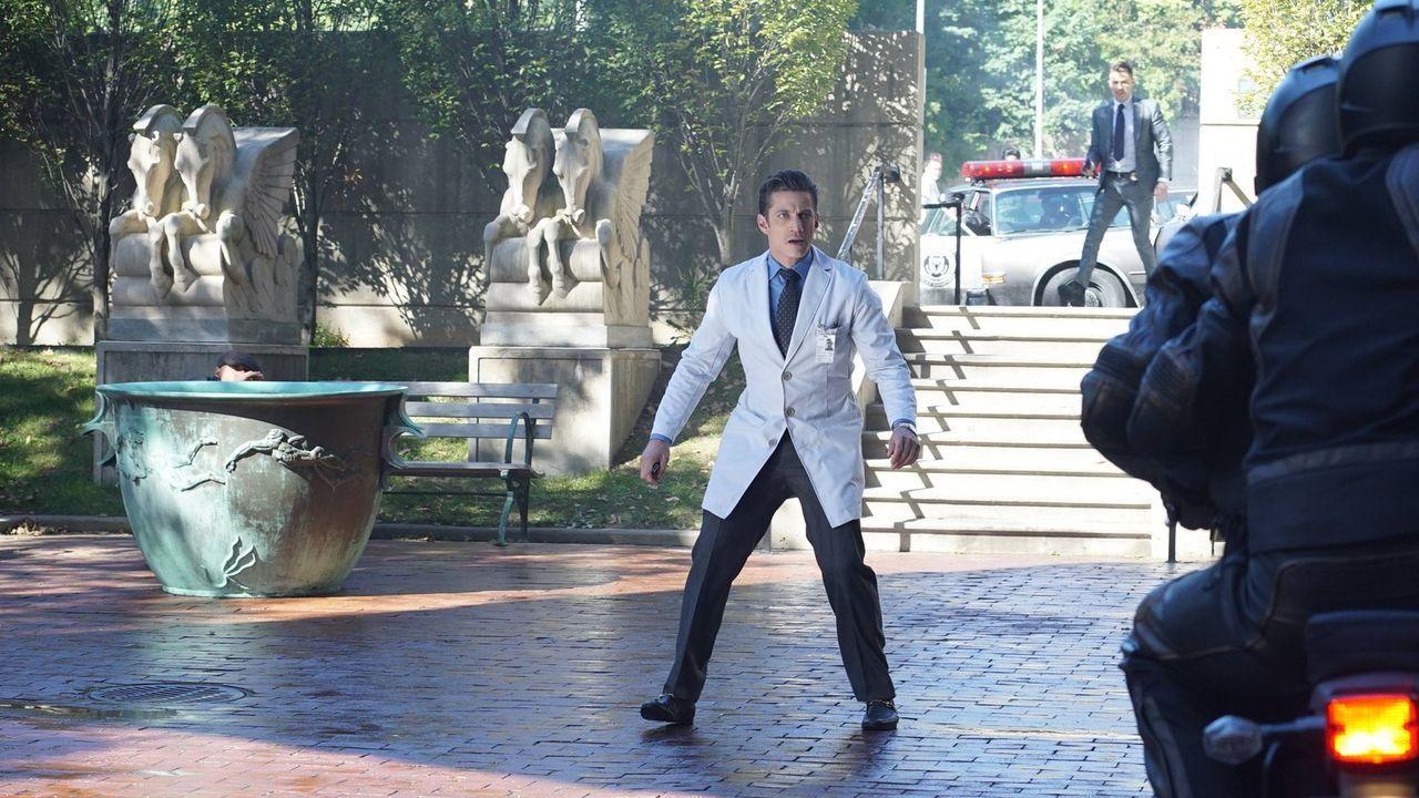 Während der Hochzeitsvorbereitungen von Lee und Mario (James Carpinello) wird ein Anschlag auf sie verübt. Zuerst wird vermutet, dass dieser Don Fal... - Bildquelle: Warner Brothers