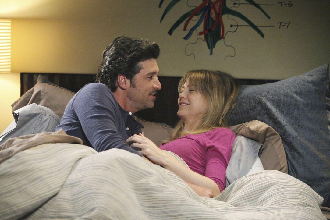 Während sich Derek (Patrick Dempsey, l.) und Meredith (Ellen Pompeo, r.) unbedingt ein Baby wünschen, muss Teddy für Henry eine wichtige Entschei... - Bildquelle: ABC Studios