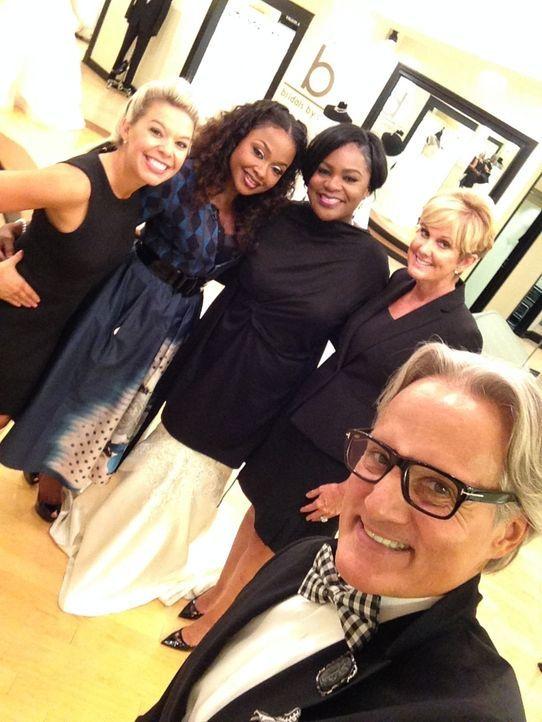 Nikky (l.), Monte (r.) und Lori (2.v.r.) haben für die Braut Nikki (M.) einie riesige Überraschung: das TV-Sternchen und Nikkis Idol Phaedra Parks s... - Bildquelle: TLC & Discovery Communications