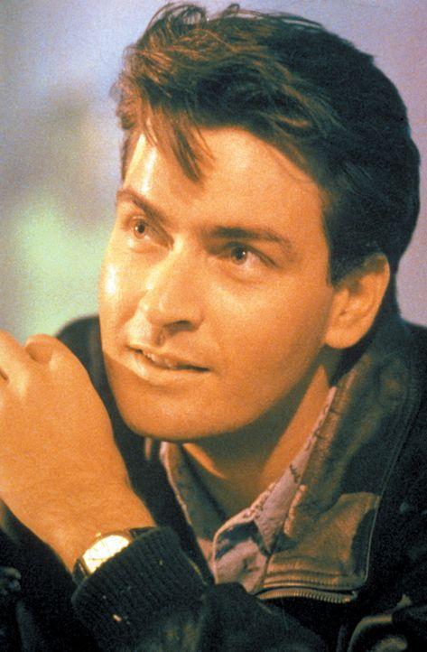 Noch ist David Ackerman (Charlie Sheen) sehr zuversichtlich, was seinen neuen Job betrifft ... - Bildquelle: Warner Bros.