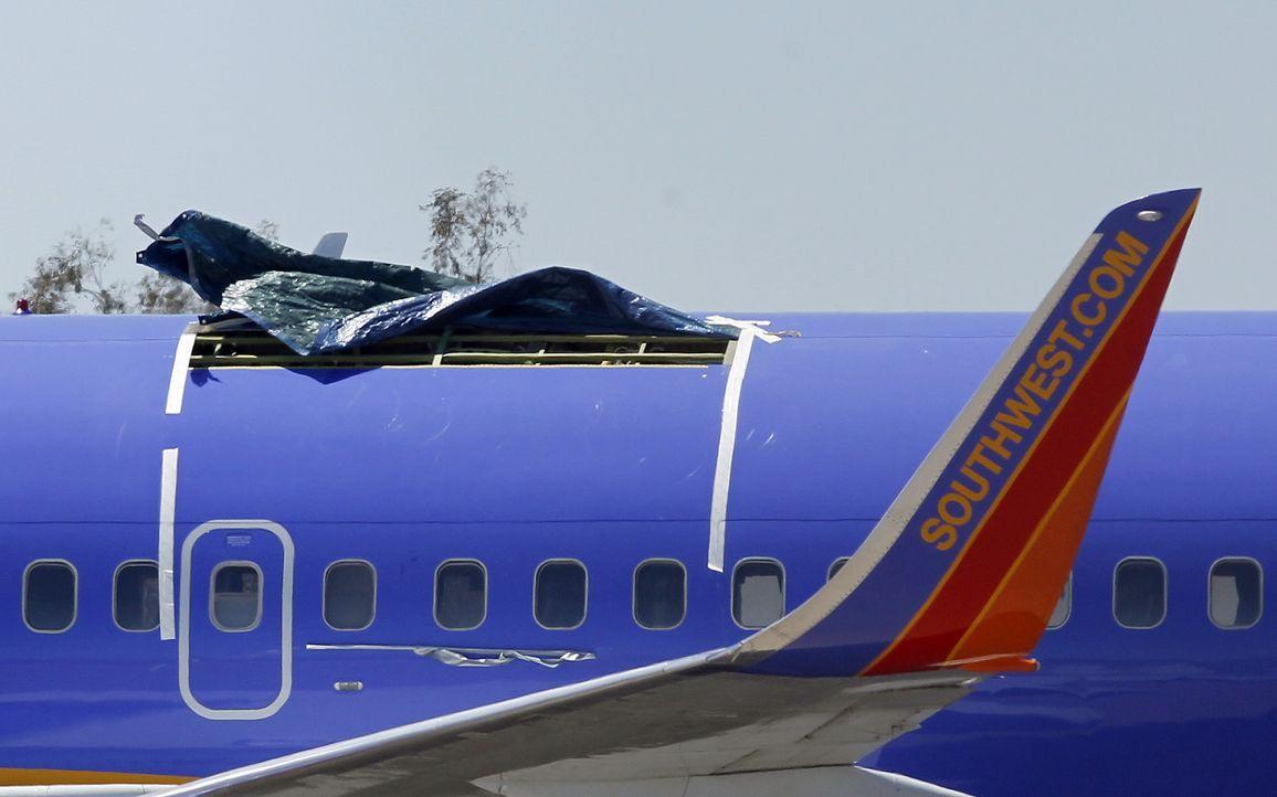 Wenn bei der Wartung etwas übersehen wird, kann das fatale Folgen haben. Gelegentlich gelingt es den Piloten, den Flieger trotz eines Problems noch... - Bildquelle: Ross D. Franklin