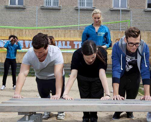 Alexandra lässt Luzi, Timo, Emma und Hotte für den TV-Auftritt büßen ... - Bildquelle: David Saretzki - Sat1