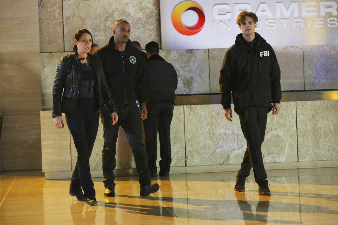 JJ wurde entführt und um sie zu finden, haben Reid (Matthew Gray Gubler, r.) und Derek (Shemar Moore, M.) Emily Prentiss (Paget Brewster, l.) um Hil... - Bildquelle: ABC Studios