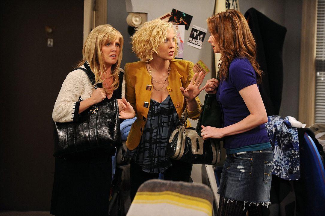 Billie (Jenna Elfman, M.) bemerkt, dass sie eigentlich nichts über Zack weiß. Mit Olivia (Ashley Jensen, l.) und Abby (Lennon Parham, r.) macht si... - Bildquelle: 2009 CBS Broadcasting Inc. All Rights Reserved