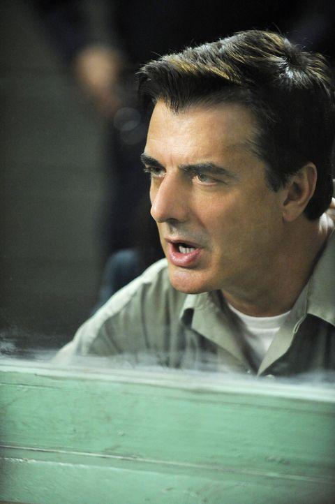 Während Alicia an einem neuen Fall arbeitet, setzt Glenn Childs Kalinda auf Peter (Chris Noth) an ... - Bildquelle: CBS Studios Inc. All Rights Reserved.