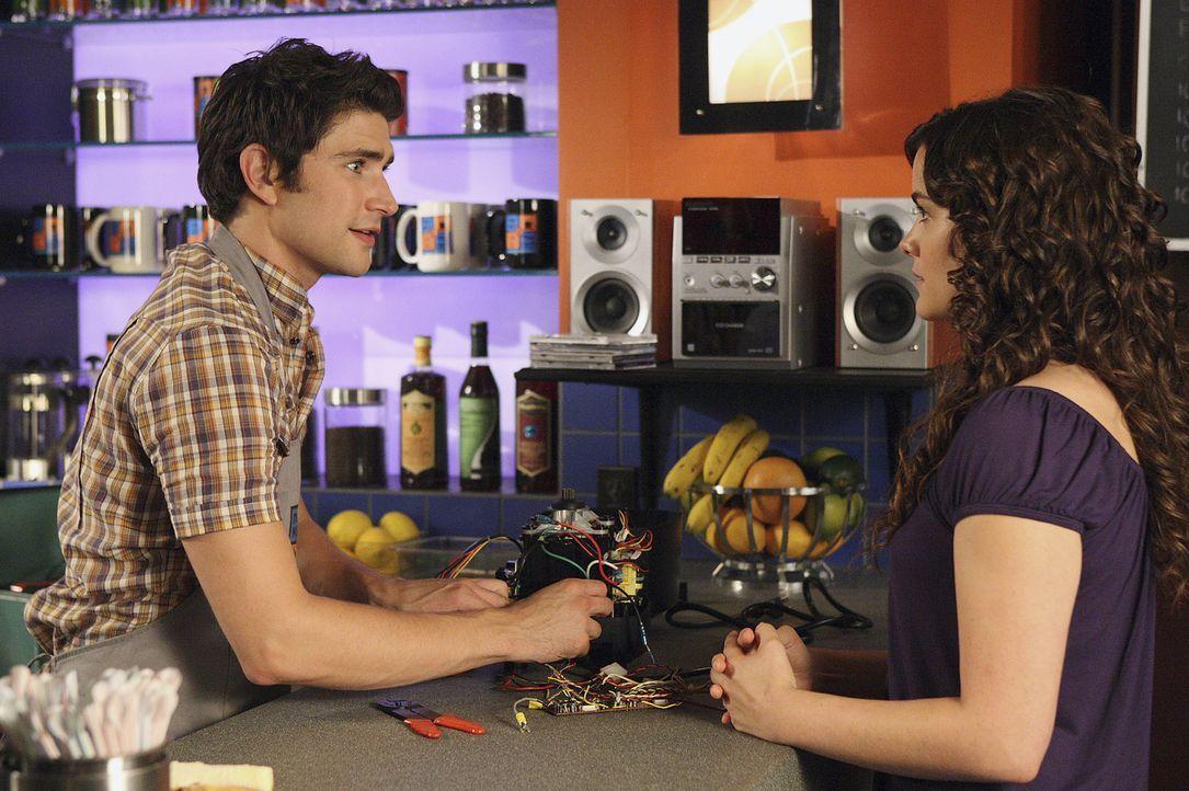 Im Cafe geht es wie immer rund: Kyle (Matt Dallas, l.) hat deshalb keine Zeit, als Jessi (Jaimie Alexander, r.) plötzlich auftaucht ... - Bildquelle: TOUCHSTONE TELEVISION