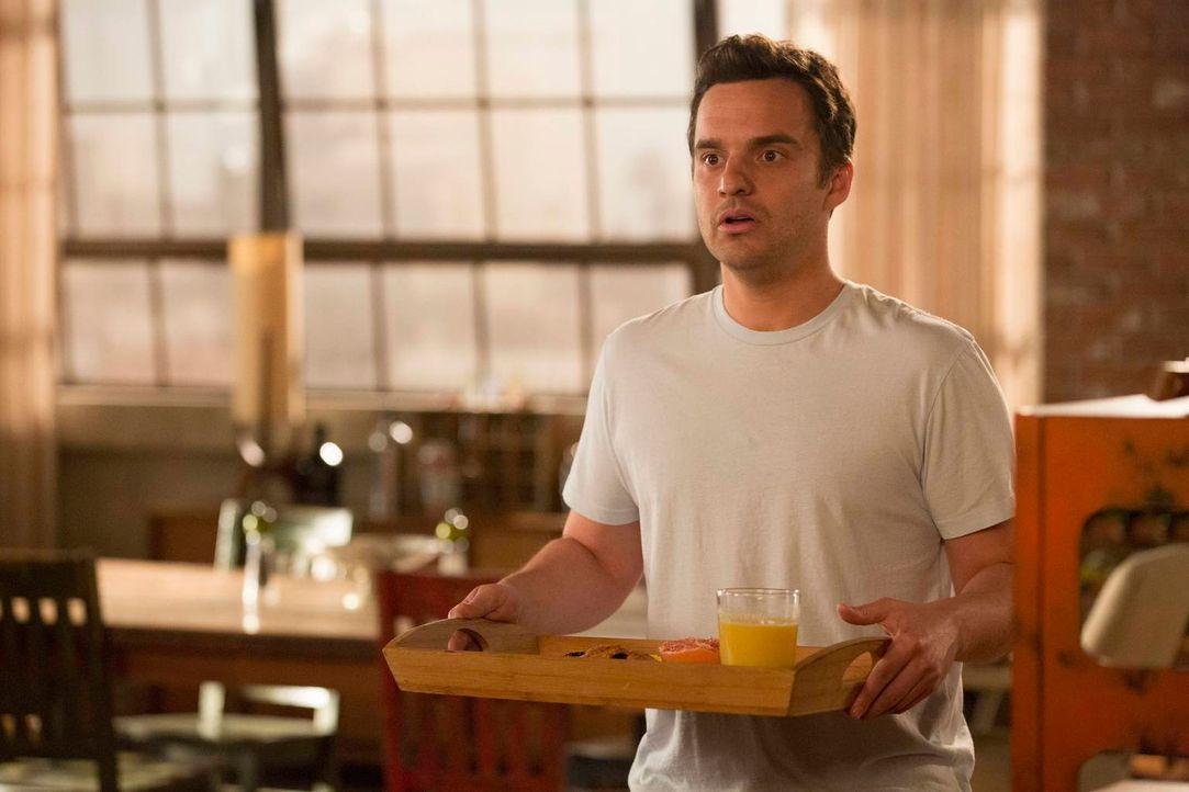 Nick (Jake M. Johnson) wacht neben Jess auf und geht in die Küche, um für sie Frühstück zu machen. Als er mit dem Tablett zurückkommt, steht plötzli... - Bildquelle: 2013 Twentieth Century Fox Film Corporation. All rights reserved