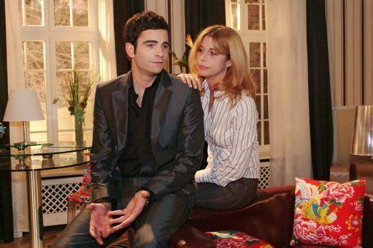 Verliebt in Berlin - David (Mathis Künzler, l.) sucht bei seiner Mutter (Oliv...
