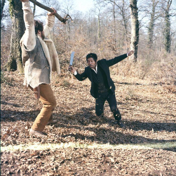 Der Ire O'Bannion (Bud Spencer, l.) erklärt sich bereit, gegen Bezahlung James Elfego (Tatsuya Nakadai, r.), den Anführer einer Gruppe von Banditen,...