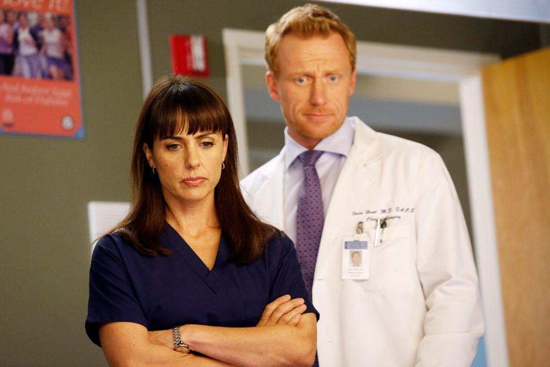 Während Meredith ihre Schwangerschaft offiziell gemacht hat, zieht Owen (Kevin McKidd, r.) Dr. Alana Cahill (Constance Zimmer, l.), zu Rate. Sie sol... - Bildquelle: ABC Studios