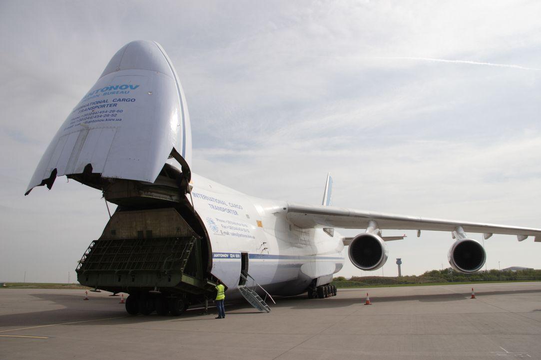 """Die """"Antonow 124"""" - das größte Transportflugzeug der Welt, so hoch wie ein siebenstöckiges Gebäude mit einer enormen Spannweite und einem Frachtraum... - Bildquelle: Tom Cook"""