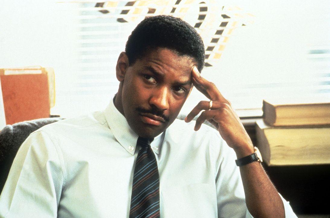 Zunächst findet Andrew keinen Anwalt, der seinen Fall übernehmen möchte. Doch dann entschließt sich Joe Miller (Denzel Washington), den Prozess gege... - Bildquelle: Columbia Pictures