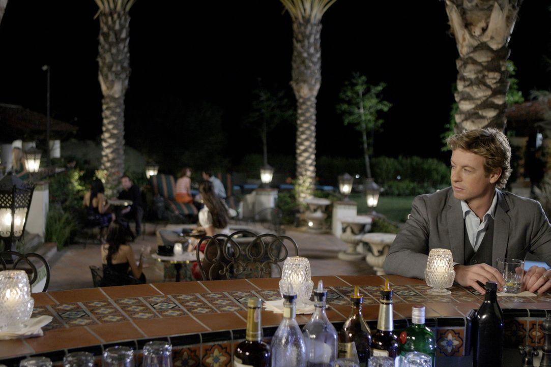 Mentalist Patrick (Simon Baker) schmiedet einen Plan, um den Mörder von Claire Wolcott zu überführen ... - Bildquelle: Warner Bros. Television