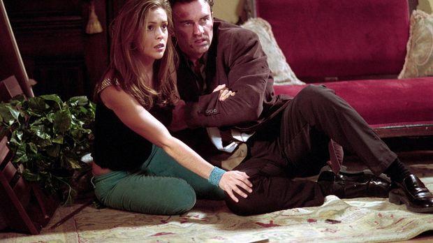 Phoebe (Alyssa Milano, l.) muss herausfinden, wie sie Piper wieder zurückhole...