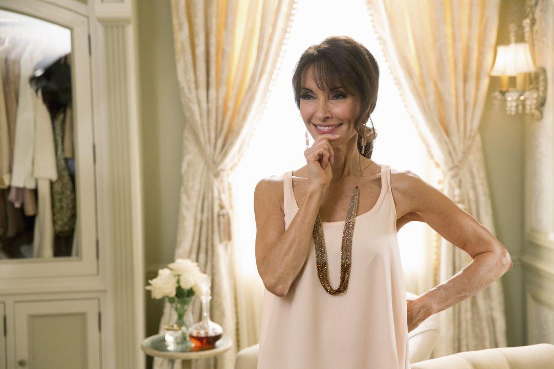 Um Zoila die Trennung von ihrem Mann etwas leichter zu machen, trifft Genevieve (Susan Lucci) eine Entscheidung, die ihre Freundschaft auf eine hart... - Bildquelle: 2014 ABC Studios