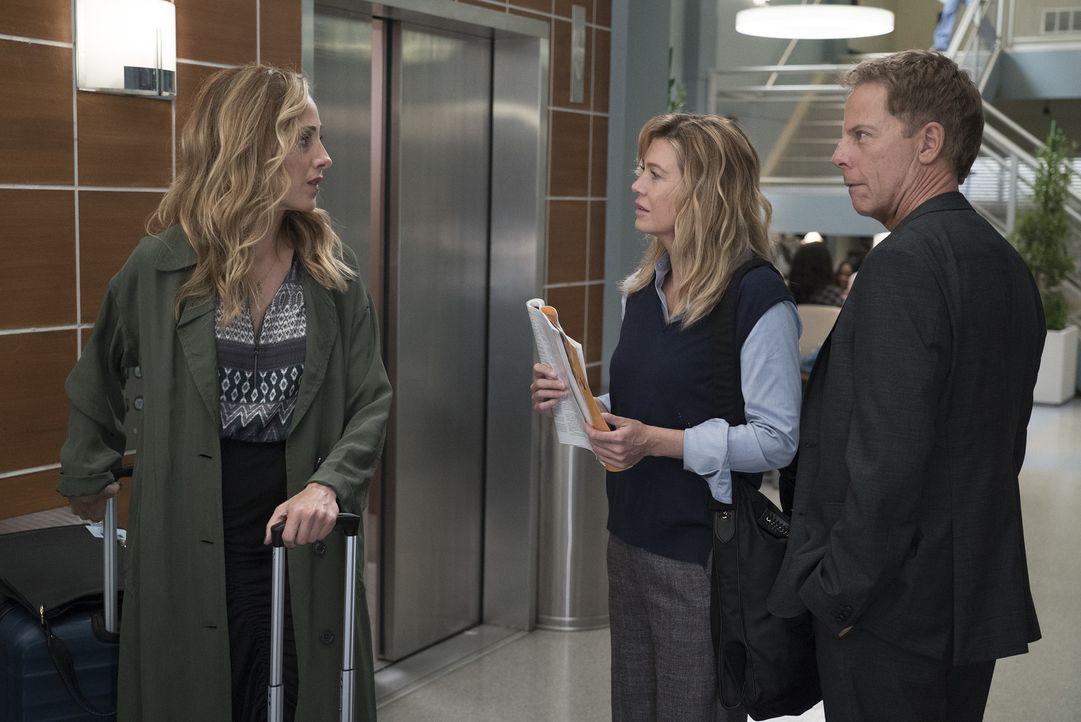 (v.l.n.r.) Dr. Teddy Altman (Kim Raver); Dr. Meredith Grey (Ellen Pompeo); Dr. Thomas Koracik (Greg Germann) - Bildquelle: Eric McCandless ABC Studios/Eric McCandless
