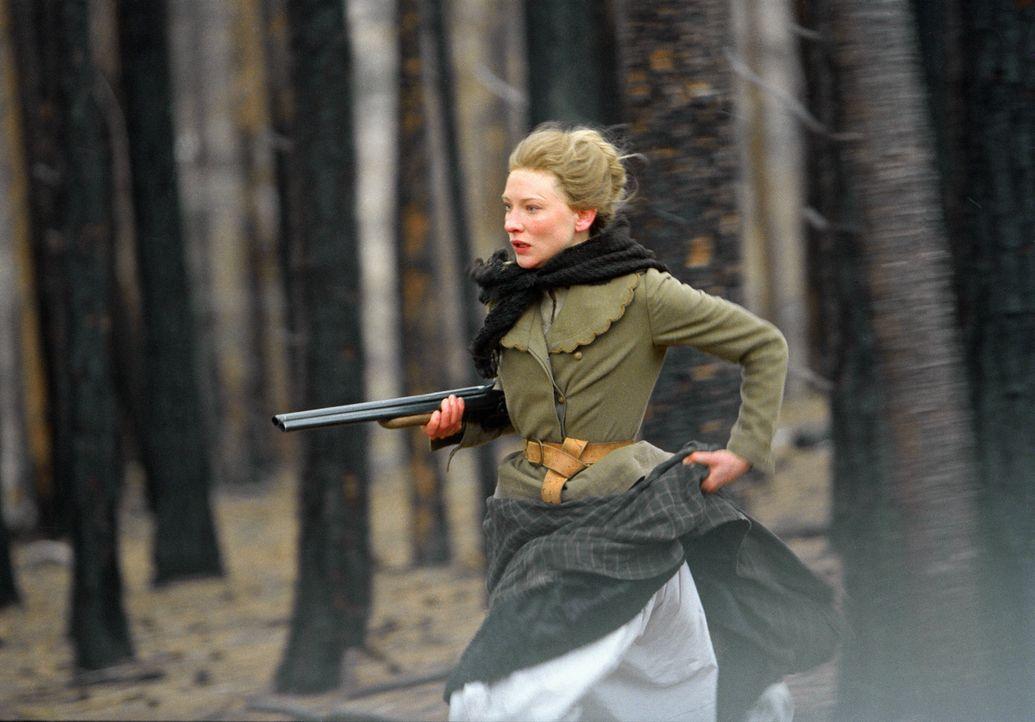 Weil sich die Behörden weigern, Lilly aus den Händen des Killers und seiner mordenden Bande zu befreien, muss sich Maggie (Cate Blanchett) mit ihr... - Bildquelle: 2004 Sony Pictures Television International. All Rights Reserved.