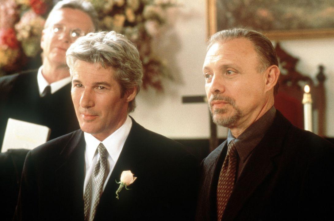 Hoffen, dass sich Maggie nun endlich traut: Ike Graham (Richard Gere, l.) und Fisher (Hector Elizondo, r.)  ... - Bildquelle: Buena Vista International