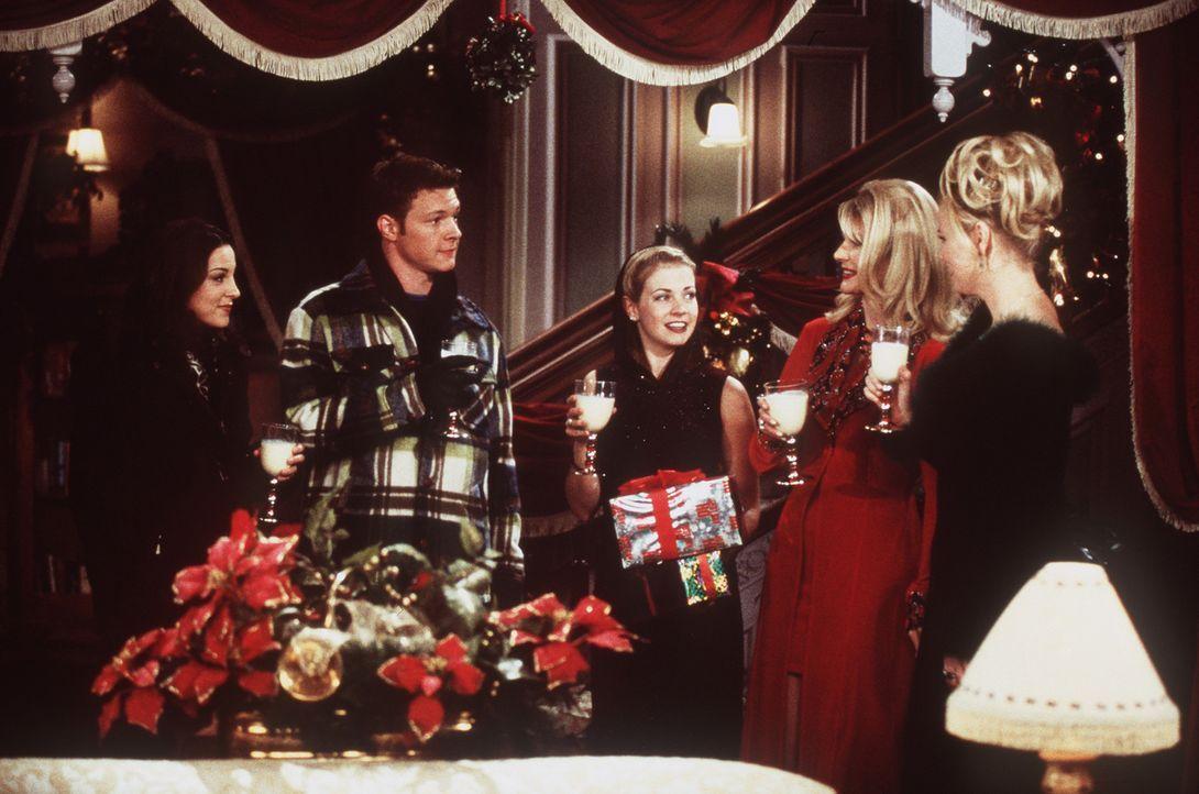 Im Familien- und Freundeskreis ist es doch am schönsten Weihnachten zu feiern. - Bildquelle: Paramount Pictures