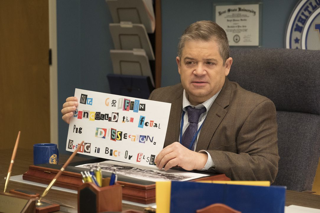 Direktor Durbin (Patton Oswalt) - Bildquelle: Colleen Hayes 2018 Universal Television LLC. ALL RIGHTS RESERVED./Colleen Hayes