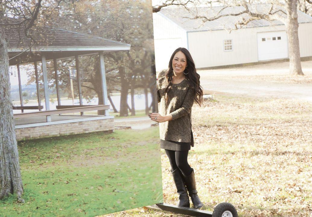 Vorher und nachher: Joanna Gaines lässt ein Bild mit dem alten Haus verschwinden und ermöglicht den Besitzern einen Blick auf das neue, strahlende H... - Bildquelle: Sarah Wilson 2014, HGTV/ Scripps Networks, LLC.  All Rights Reserved.