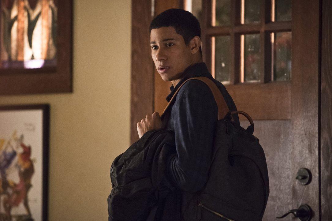Wally (Keiynan Lonsdale) glaubt, er müsste sich mit Barry messen, um die gleiche Liebe von Joe und Iris zu bekommen wie er. Keine guten Voraussetzun... - Bildquelle: Warner Bros. Entertainment, Inc.