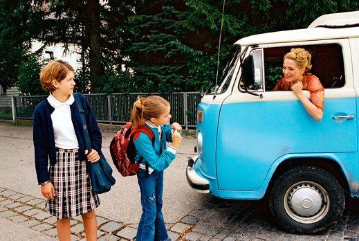 Unsre Mutter ist halt anders - Paula (Martina Gedeck, r.) ist mit ihren beide...