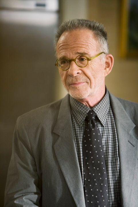 Warum will Saul (Ron Rifkin) unbedingt Roger Grant als Architekten für das Familienzentrum anheuern? - Bildquelle: 2008 ABC INC.