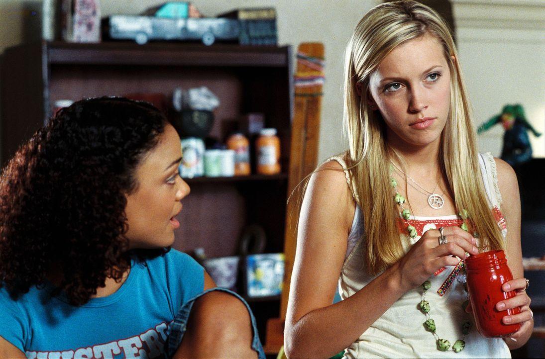 Tiffany (Katie Cassidy, r.) und Scarlet (Tessa Thompson, l.) ahnen nicht, welch Grauen auf sie wartet ... - Bildquelle: 2006 Screen Gems, Inc. All Rights Reserved.