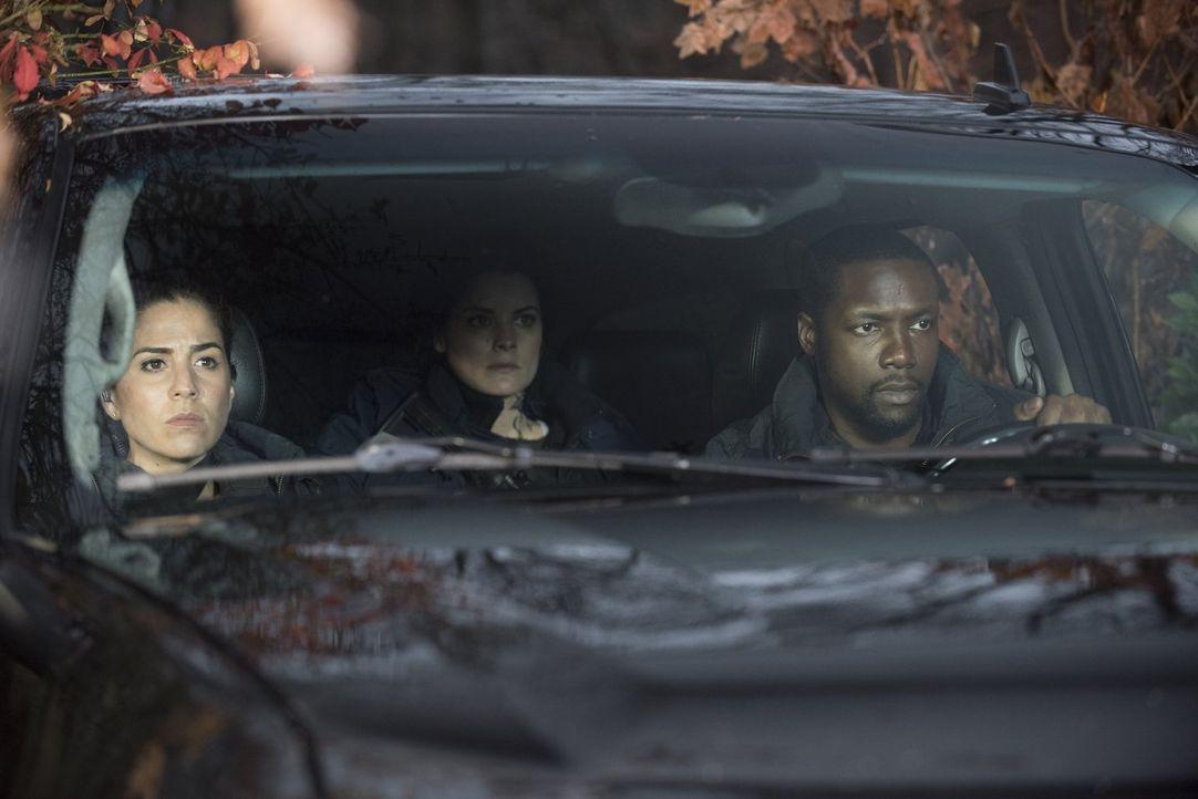 Zufällig finden Zapata (Audrey Esparza, l.), Jane (Jaimie Alexander, M.) und Reade (Rob Brown, r.) heraus, dass eine Frau namens Tess einen Anschlag... - Bildquelle: Warner Brothers